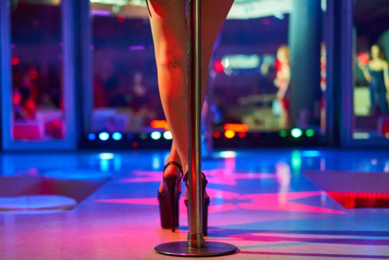 https: img.okezone.com content 2019 12 16 612 2142685 pengakuan-mantan-stripper-kulit-hitam-biasa-show-untuk-mafia-hingga-tentara-EA4r43E7yW.jpg