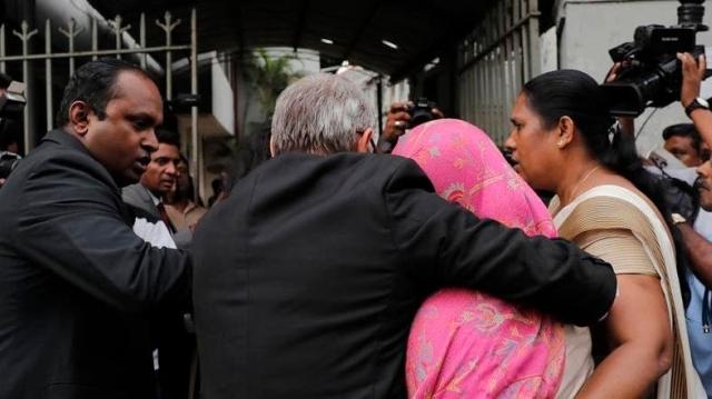 https: img.okezone.com content 2019 12 17 18 2142900 polisi-sri-lanka-tangkap-perempuan-karyawan-kedutaan-swiss-yang-mengaku-diculik-CxJ7Zd9HXn.jpg