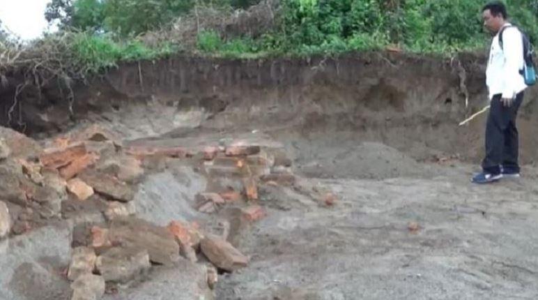 https: img.okezone.com content 2019 12 17 519 2143182 temuan-reruntuhan-rumah-bangsawan-majapahit-gegerkan-warga-jombang-mr3bXUn0l1.JPG
