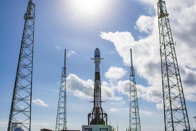 https: img.okezone.com content 2019 12 17 56 2143088 spacex-luncurkan-satelit-kacific-100-sediakan-internet-di-daerah-terpencil-ogSXhPDfxl.jpg