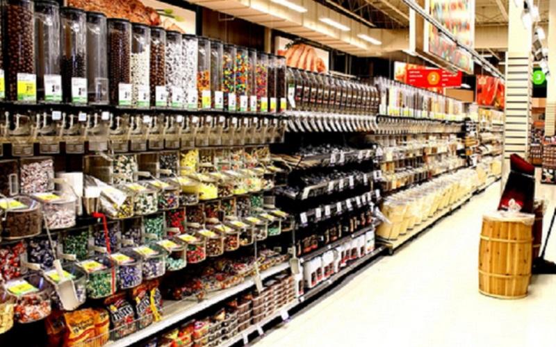 https: img.okezone.com content 2019 12 17 614 2142835 kekurangan-tempat-salat-muslim-rusia-ubah-supermarket-jadi-masjid-kEqFigSAPy.jpg