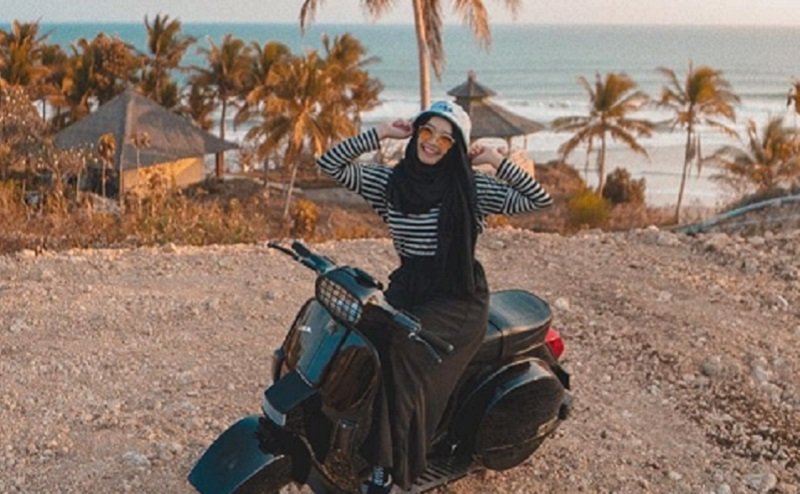 4 Gaya Hijab Ke Pantai Yang Bikin Kamu Makin Cantik Okezone Muslim
