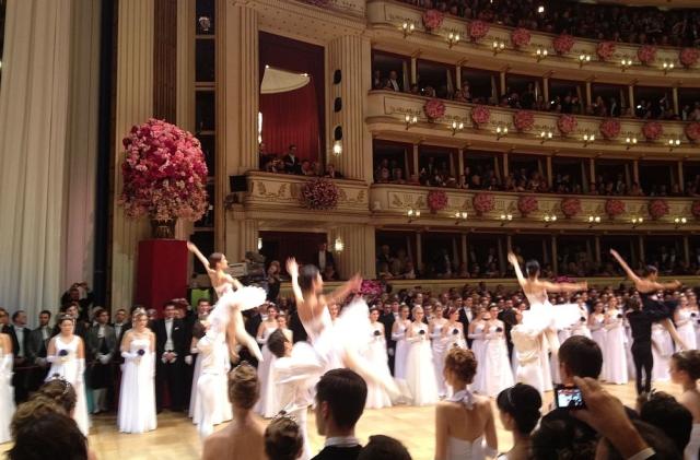 https: img.okezone.com content 2019 12 18 18 2143366 akademi-balet-terkenal-di-austria-minta-siswanya-merokok-agar-tak-gendut-27XZjd0bwt.jpg