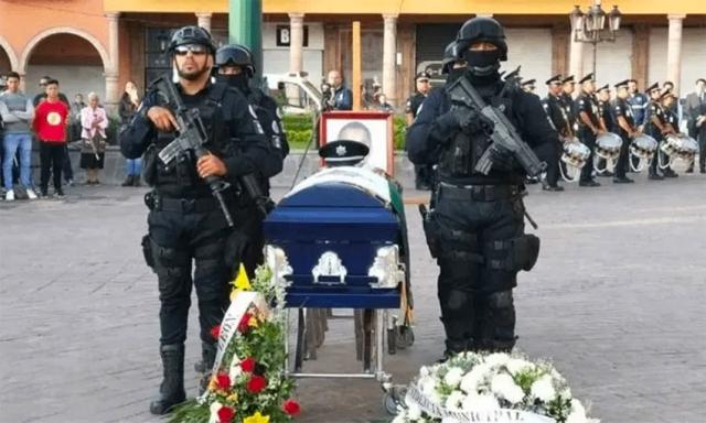 https: img.okezone.com content 2019 12 18 18 2143473 12-polisi-tewas-dibunuh-kartel-narkoba-meksiko-dalam-sepekan-2cTBJiUexn.jpg
