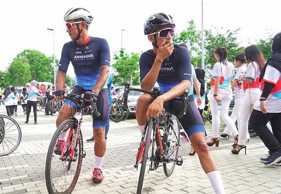 https: img.okezone.com content 2019 12 18 38 2143461 tak-lagi-mentas-di-motogp-syahrin-ikut-kompetisi-balap-sepeda-dYNL5abKJJ.jpg