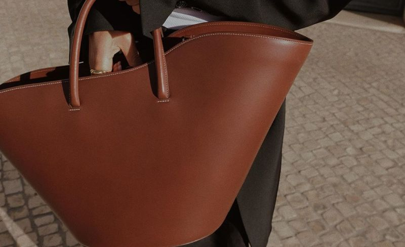 https: img.okezone.com content 2019 12 19 194 2143821 6-jenis-tas-wanita-yang-bakal-diburu-tahun-2020-favoritmu-ada-gak-ICHolrFrd0.jpg