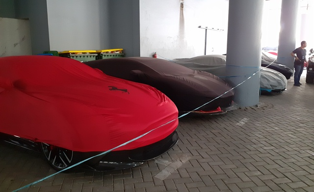 https: img.okezone.com content 2019 12 19 519 2143733 polda-jatim-pastikan-5-supercar-yang-disita-ilegal-tBIQE8zSx4.jpg