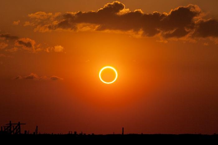 https: img.okezone.com content 2019 12 19 56 2143811 ini-penjelasan-mengapa-gerhana-matahari-cincin-jarang-terlihat-di-indonesia-03K3osVe0S.jpg