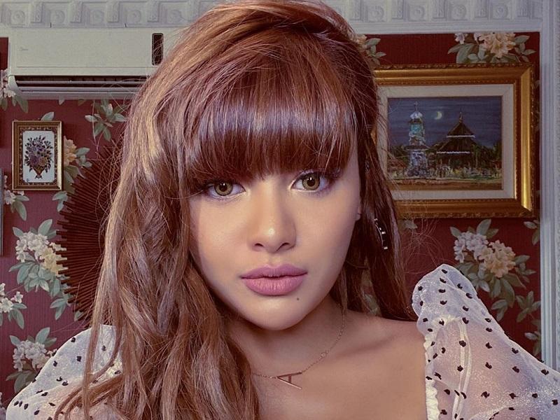 https: img.okezone.com content 2019 12 20 194 2144148 aurel-hermansyah-ganti-warna-rambut-jadi-cokelat-dibilang-mirip-lisa-blackpink-PaTcWMPwI7.jpg
