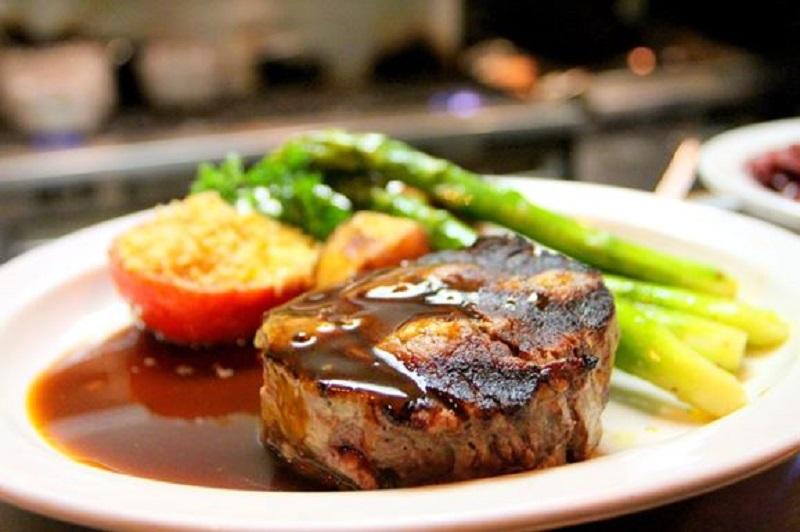https: img.okezone.com content 2019 12 20 298 2144157 mau-buat-steak-di-rumah-ini-3-hal-penting-yang-harus-diperhatikan-p88Ghn91d3.JPG
