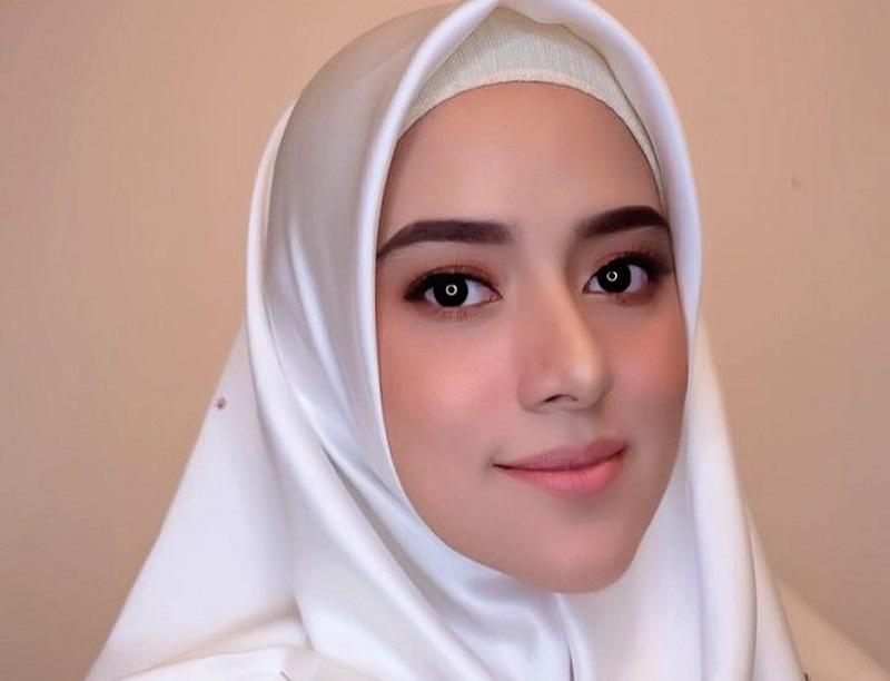 https: img.okezone.com content 2019 12 20 33 2144402 fairuz-a-rafiq-tak-gentar-hadapi-pengawal-pablo-benua-di-persidangan-7kP0GAfjz8.jpg