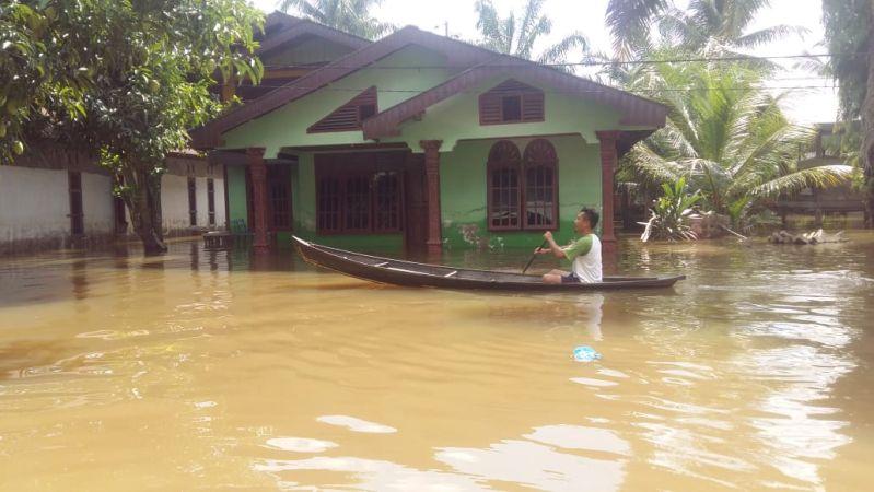 https: img.okezone.com content 2019 12 20 340 2144359 riau-tetapkan-status-siaga-banjir-dan-longsor-selama-11-hari-8quS0AoRfU.jpg