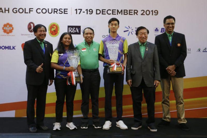 https: img.okezone.com content 2019 12 20 43 2144225 amadeus-susanto-dan-lydia-sitorus-juarai-turnamen-golf-bergengsi-juvxbqvUGG.jpg