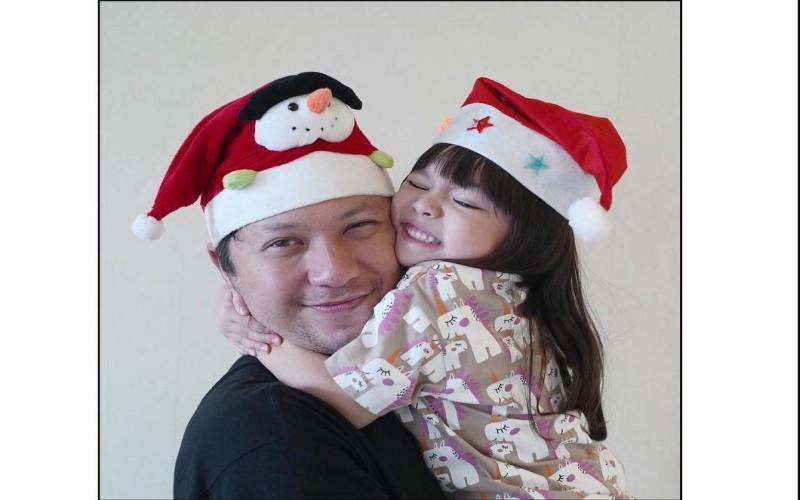 https: img.okezone.com content 2019 12 21 33 2144655 gading-marten-bakal-rayakan-natal-pertama-tanpa-gempi-OF5c9im8lv.jpg