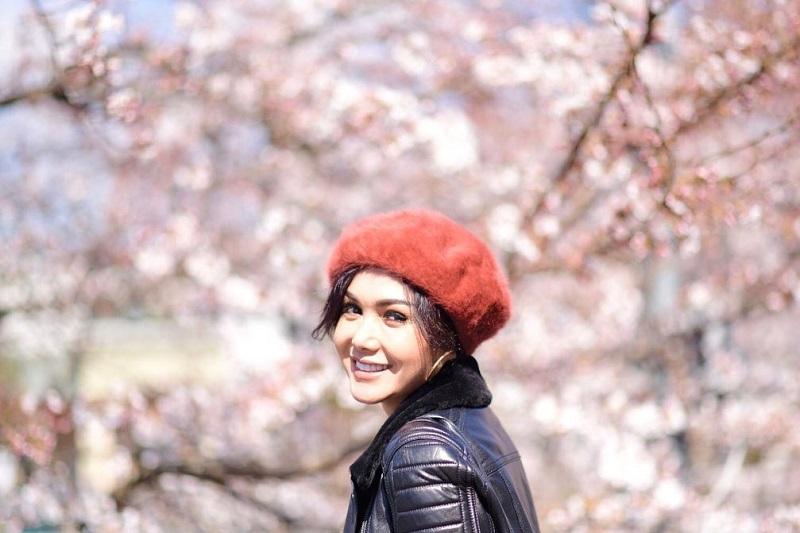 https: img.okezone.com content 2019 12 23 33 2145343 jelang-natal-yuni-shara-silaturahmi-ke-mantan-suami-wRzYoy0ujV.jpg