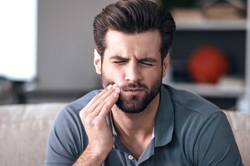https: img.okezone.com content 2019 12 23 481 2145350 cara-ampuh-atasi-sakit-gigi-tanpa-minum-obat-uwfEQ5ZxAK.jpg