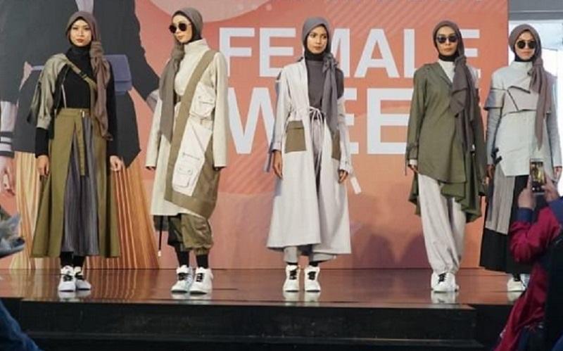 https: img.okezone.com content 2019 12 23 617 2145311 komunitas-modest-fashion-ini-siap-tampung-karya-desainer-daerah-lrsCqSOdRI.jpg