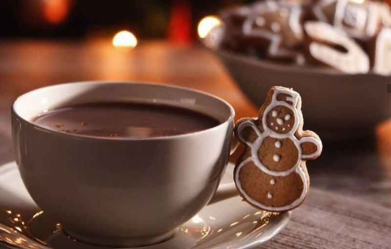 https: img.okezone.com content 2019 12 24 298 2145535 paduan-gingerbread-dan-hot-chocolate-cookies-untuk-hangatkan-suasana-natal-SPpXuhmN4g.jpg
