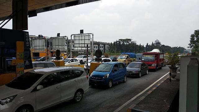https: img.okezone.com content 2019 12 24 525 2145562 libur-natal-5-ribu-kendaraan-memasuki-kota-bandung-5jf5y8OxxO.jpg