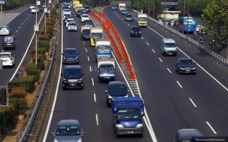 https: img.okezone.com content 2019 12 25 338 2145914 338-ribu-kendaraan-diprediksi-bakal-kembali-ke-jakarta-pada-25-26-desember-dSaLkJKvh8.jpg