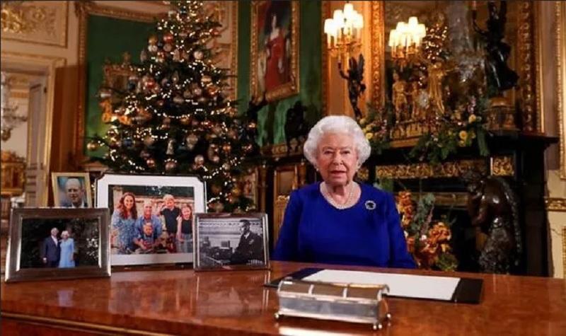 https: img.okezone.com content 2019 12 26 196 2146219 tidak-ada-foto-meghan-markle-dan-pangeran-harry-di-meja-ratu-elizabeth-ii-kenapa-bdP0hHlRgn.jpg