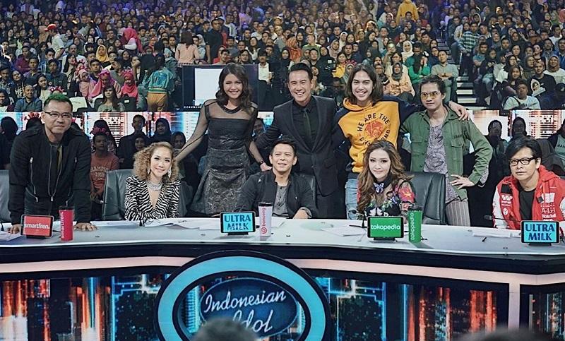 https: img.okezone.com content 2019 12 26 33 2146100 el-rumi-bayangkan-maia-estianty-dan-ahmad-dhani-duduk-bersama-di-indonesian-idol-Ps0NsMLF83.jpg