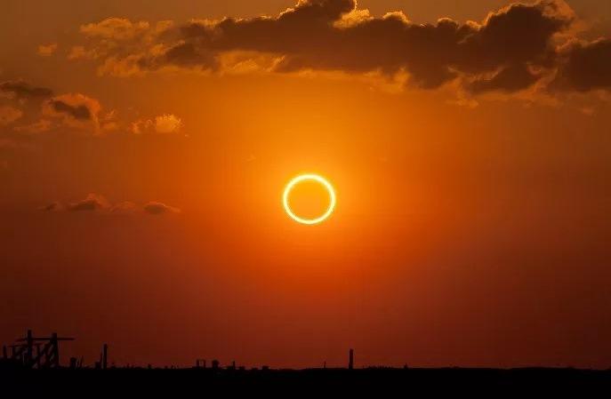https: img.okezone.com content 2019 12 26 337 2146150 fenomena-gerhana-matahari-cincin-dapat-disaksikan-di-25-wilayah-di-7-provinsi-XXWSdNfup4.jpg