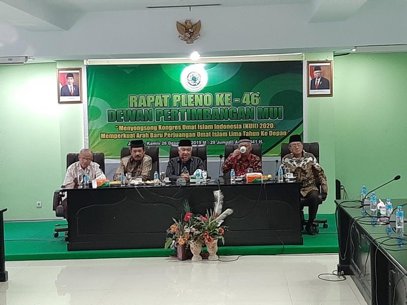 https: img.okezone.com content 2019 12 26 337 2146340 mui-kalau-indonesia-diam-atas-masalah-uighur-hapus-saja-mukadimah-uud-45-Fx298YHk1k.jpg