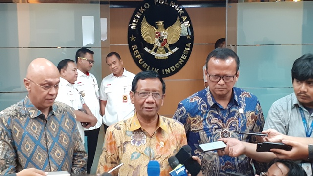 https: img.okezone.com content 2019 12 26 337 2146362 mahfud-md-sebut-indonesia-lakukan-diplomasi-lunak-terkait-uighur-4fIxHh13yr.jpg