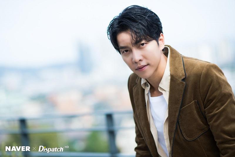 https: img.okezone.com content 2019 12 26 598 2146345 lee-seung-gi-bintangi-variety-show-baru-bersama-eun-ji-won-dan-song-mino-agMco2ZWKZ.jpg