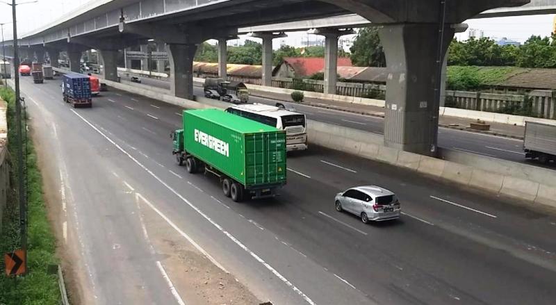 https: img.okezone.com content 2019 12 27 338 2146644 85-ribu-kendaraan-sudah-kembali-ke-jakarta-lewat-tol-japek-7uNJdz3taR.jpg