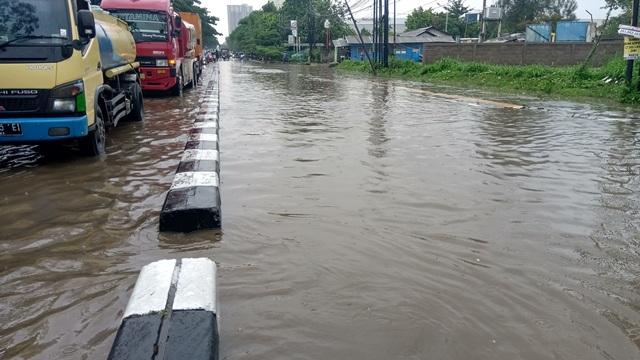 https: img.okezone.com content 2019 12 27 525 2146682 diguyur-hujan-deras-bandung-dikepung-banjir-4blcRlodOc.jpg