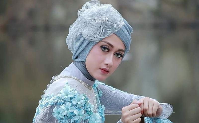 https: img.okezone.com content 2019 12 27 617 2146528 4-gaya-hijab-untuk-kondangan-yang-bikin-kamu-makin-cantik-O5qLZklQNy.jpg