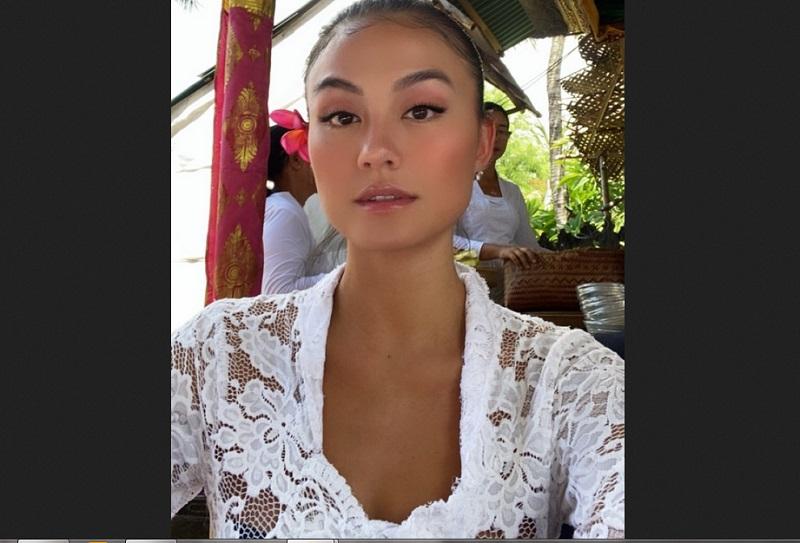 https: img.okezone.com content 2019 12 28 194 2146955 pesona-kecantikan-agnez-mo-kenakan-pakaian-adat-bali-qoL1PXuyhx.jpg