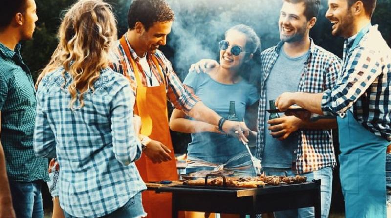 https: img.okezone.com content 2019 12 28 298 2146912 malam-tahun-baru-yuk-bikin-saus-barbeque-untuk-daging-dan-sosis-panggang-28wcWFXItl.jpg