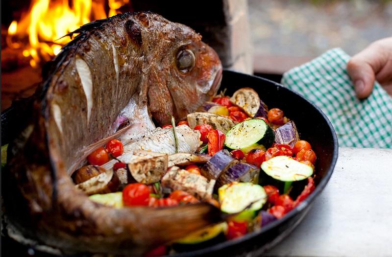 https: img.okezone.com content 2019 12 28 298 2146966 tips-memilih-ikan-segar-untuk-dibakar-saat-pesta-malam-tahun-baru-2WbArvkOMw.jpg