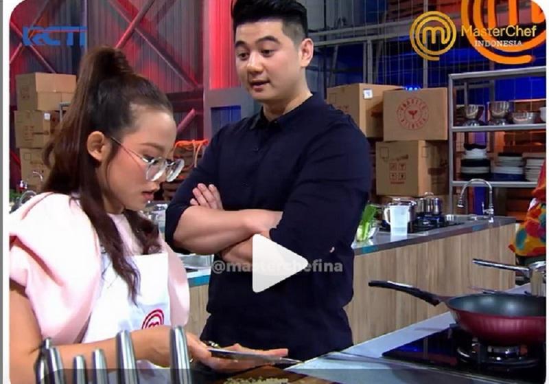 https: img.okezone.com content 2019 12 28 298 2147004 kemampuan-dasar-memasak-finalis-masterchef-indonesia-diuji-begini-reaksi-chef-juna-dan-arnold-zEBvJKdEaM.jpg