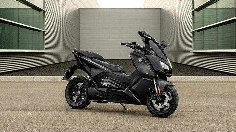 https: img.okezone.com content 2019 12 29 53 2147244 bmw-motorrad-patenkan-teknologi-pengisian-daya-baterai-motor-listrik-nirkabel-hm8k5jKXv3.jpeg