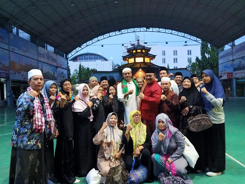 https: img.okezone.com content 2019 12 29 614 2147156 pesan-abuya-al-arif-billah-khr-zainuddin-husni-iman-dan-islam-harus-dilandasi-cinta-HSPqhecUDQ.jpeg