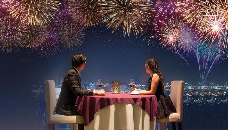 https: img.okezone.com content 2019 12 30 196 2147584 rayakan-tahun-baru-2020-bareng-pasangan-lakukan-ini-biar-romantis-tak-terlupakan-XTP7xscYRg.jpg