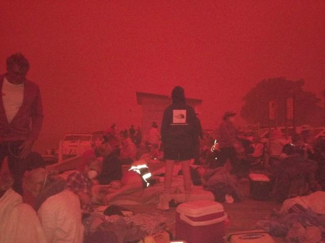 https: img.okezone.com content 2019 12 31 18 2147728 kobaran-api-mendekat-ke-kota-victoria-ribuan-orang-di-australia-lari-ke-pantai-XVaRMUna71.jpg