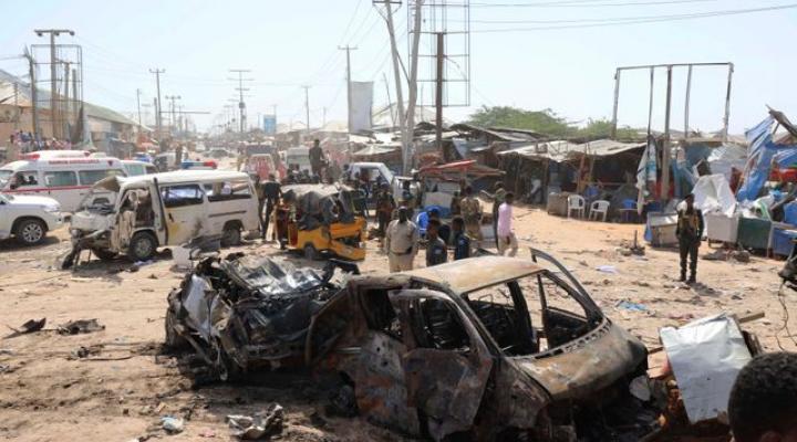 https: img.okezone.com content 2019 12 31 18 2147780 serangan-bom-di-somalia-tewaskan-sedikitnya-90-orang-al-qaeda-klaim-bertanggungjawab-8xKIjWWCeM.jpg