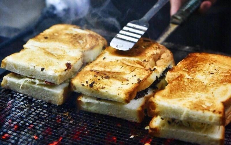 https: img.okezone.com content 2019 12 31 298 2147738 5-tempat-kuliner-untuk-rayakan-malam-tahun-baru-di-jakarta-8LAyx9TRPn.jpg