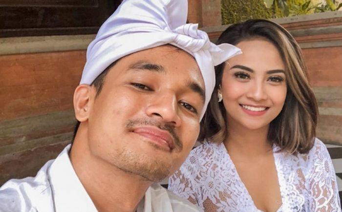 https: img.okezone.com content 2019 12 31 33 2147823 akhirnya-vanessa-angel-pamer-foto-pernikahan-bareng-bibi-ardiansyah-var6CVr6rM.jpg