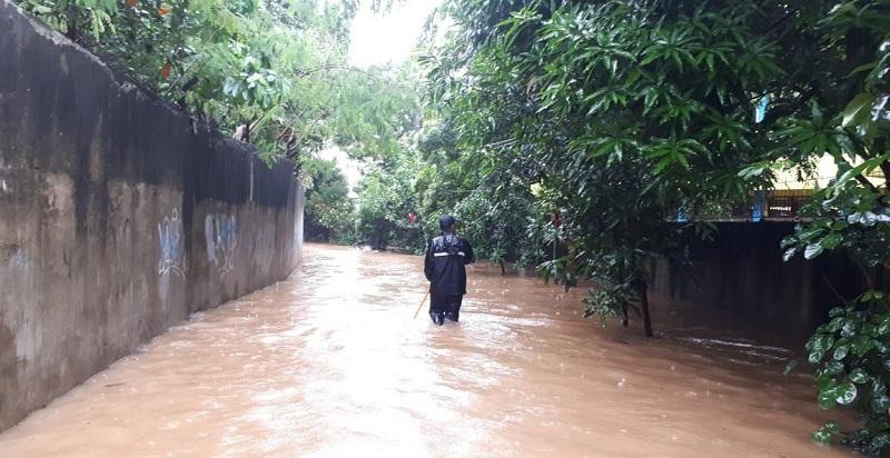 https: img.okezone.com content 2020 01 01 338 2148075 pertama-dalam-13-tahun-perumahan-masjid-al-umar-lubang-buaya-terendam-banjir-yHYf0Kodx6.jpg
