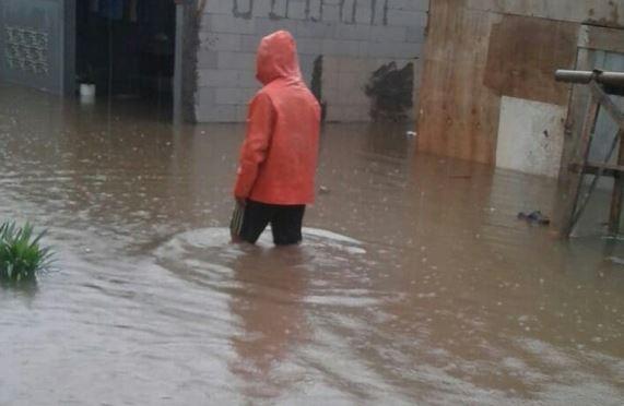 https: img.okezone.com content 2020 01 01 338 2148080 tambun-dikepung-banjir-warga-mengungsi-ke-masjid-nCZGAx1ZjF.JPG