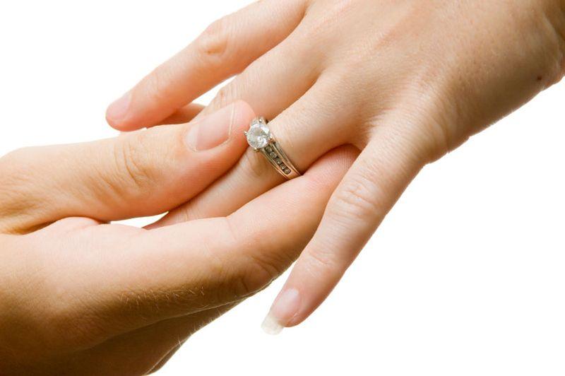 https: img.okezone.com content 2020 01 01 614 2148098 cerita-bahagia-pasangan-nikah-siri-ikut-nikah-massal-di-malam-tahun-baru-nNPSNF8EwB.jpg