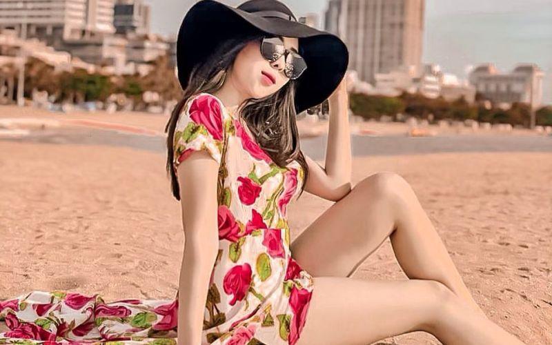 https: img.okezone.com content 2020 01 02 194 2148698 pesona-pramugari-putri-melly-pakai-baju-renang-cowok-jangan-ragu-dekati-dia-wxzlkZ3Omb.jpg