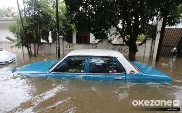 https: img.okezone.com content 2020 01 02 52 2148466 syarat-mobil-terdampak-banjir-dapat-ajukan-klaim-asuransi-xdOEL1eLvc.jpeg
