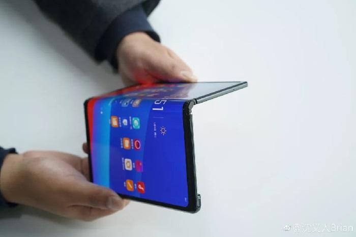 https: img.okezone.com content 2020 01 02 57 2148497 harganya-semakin-murah-ponsel-lipat-bakal-tren-di-2020-fv0JyKjSke.jpg